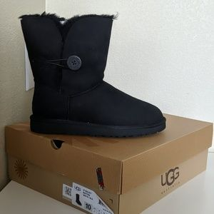 Ugg W Bailey Button Boots (New)
